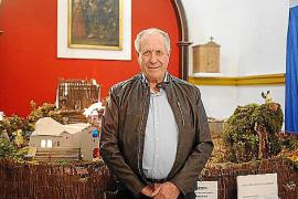 Un belén con casas payesas, huertos, la iglesia de Sant Joan y el 'pou' de Labritja