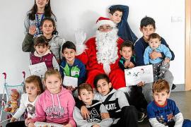 Papá Noel visitó a los más pequeños de Puig d'en Valls y Jesús