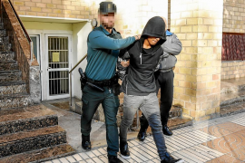 Prisión para un joven detenido en Nochebuena por golpear a otro con una piedra en la cabeza