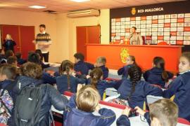 Alumnes del Col·legi Francesc de Borja Moll varen visitar RCD Mallorca i Grup Serra