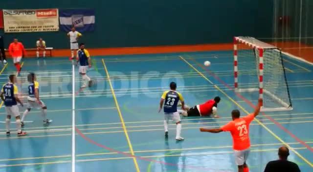Vídeo | Uno de los 'dos goles legales' reclamados por el Muro no entró
