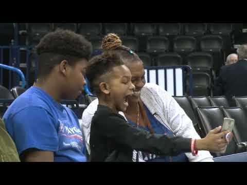 Un jugador de la NBA regala 7.500 dólares a una mujer para que pueda adoptar a sus nietos