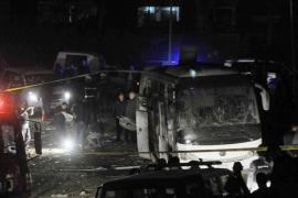 Dos muertos y 14 heridos en una explosión en un bus cerca de pirámides Guiza