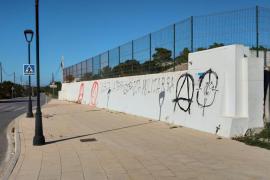 Aparecen pintadas de 'gora ETA', 'visca Terra Lliure' y una diana apuntando a PP y C's en es Pujols