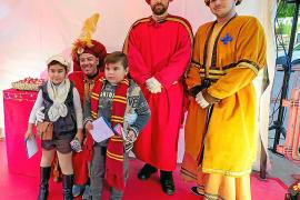 Los pajes de los Reyes Magos llenan de ilusión la ciudad de Ibiza