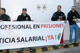 Nueva concentración de los trabajadores de la cárcel para defender sus derechos laborales