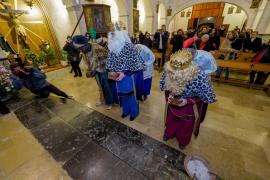 Los Reyes Magos tiran de magia para visitar todo el municipio de Sant Josep.