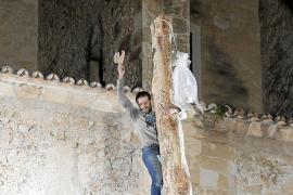 Sant Antoni en Pollença: La cesta vuelve a la corona del Pi