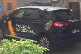 Detenido un falso policía por maltratar a su pareja y chantajear a su familia