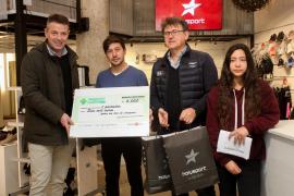 Nicolás Costa 'funde' los 6.000 euros del sorteo de la Pimeef en compras en comercios de Ibiza