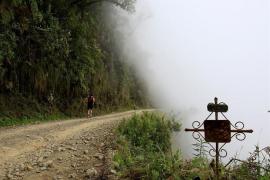 Al menos 11 muertos al precipitarse al vacío un autobús en el sur de Bolivia