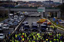 La Guardia Civil denuncia a los taxistas que han cortado el tráfico en Madrid