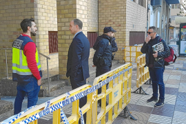 Vila ordena el desalojo de los juzgados mientras cobra fuerza la hipótesis de un fuego intencionado