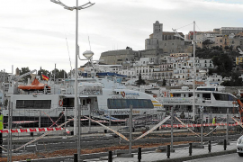 El temporal de viento obliga a cerrar el tráfico marítimo en el puerto de la Savina