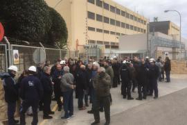 Los trabajadores de Endesa se concentran contra los recortes