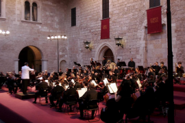 ACTUACION DE LA ORQUESTRA SIMFONICA EN EL PALAU DE L'ALMUDAINA.