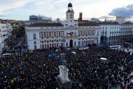 Los taxistas llegan a la Puerta del Sol con insultos a Garrido