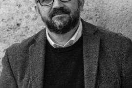 Román Piña: «El encanto de 'El arqueólogo' es su canto a la normalidad cotidiana y a lo bello de nuestro día a día»