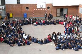Los colegios de las Pitiusas celebran el Día de la Paz con música, bailes y carreras