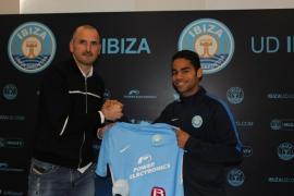 Raí, en su presentación con la UD Ibiza: «Lo voy a dar todo por este club»