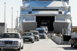 El Govern no contempla fijar un cupo para la entrada de coches en Ibiza
