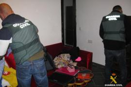 La Guardia Civil detiene a dos hombres por asaltar una vivienda de Sant Josep para robar con la familia dentro