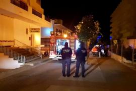 Los bomberos sofocan un incendio en un cuarto de lavadoras de una vivienda de Cala de Bou