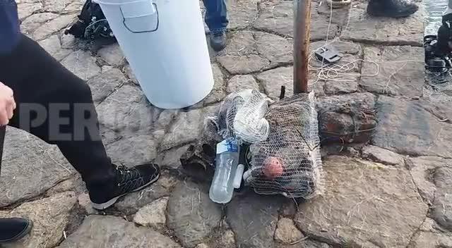 Buzos voluntarios recogen mas de 200 kilos de residuos del fondo del puerto de Sant Antoni