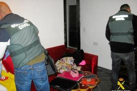 Detenido un hombre que fue sorprendido robando en una casa de Cala Gració