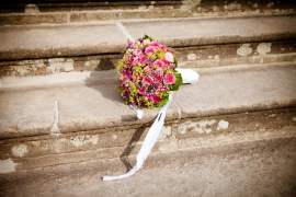 Celebran una boda en una funeraria por obras en la sala de plenos