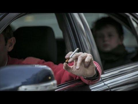 ¿Nos pueden sancionar por fumar o comer mientras conducimos?