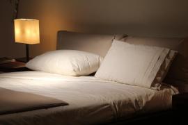 Una empresa busca probador de almohadas por 1.200 euros al mes