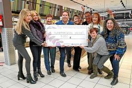 Eroski entrega un cheque solidario de 9.000 euros a la Asociación Contra el Cáncer Elena Torres