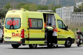 Un motorista resulta herido al ser embestido por un coche en Ibiza