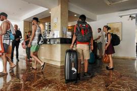 Los establecimientos hoteleros pitiusos pierden 735.000 pernoctaciones en 2018