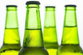 Una compañía cervecera indemnizará a una mujer que perdió un ojo al estallarle una botella