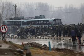 Al menos 30 policías muertos tras un ataque con bomba en la Cachemira india