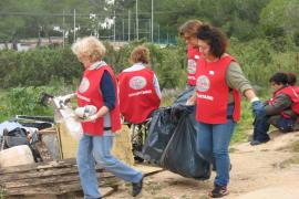 Sant Antoni celebra este domingo la X jornada de limpieza en sa Talaia