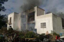 Herido un hombre en en el incendio de una casa de campo en Sant Rafel
