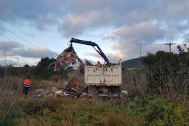 Desmantelados dos asentamientos ilegales en Ibiza