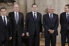 El Rey impone a Sarkozy el Toisón de Oro, la más alta condecoración de la Corona española