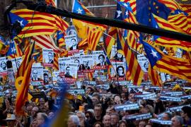 Unas 200.000 personas se manifiestan en Barcelona contra el juicio del 'procés'