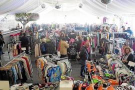 La feria de stocks de Sant Antoni lleva a la carpa el 'bueno, bonito y barato'