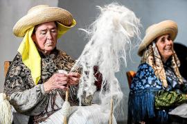 La Feria Artesanal de Santa Eulària sirve de excusa para recorrer a pie el Puig de Missa