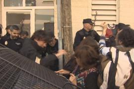 Denuncian cargas policiales en un desalojo en Palma