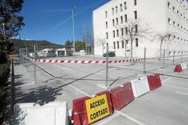 Vallado el acceso al antiguo hospital para las obras del edificio