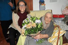 Catalina Torres Ferrer, un cumpleaños centenario con orelletes y chocolate