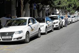 El sector del taxi no entiende «la forma de enfocar el problema del transporte» de Vila