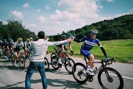 Enric Mas 'sobrevive' en su estreno en la Vuelta al Algarve