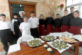 Los empresarios buscan cualificación, los estudiantes, su primer contrato en Ibiza